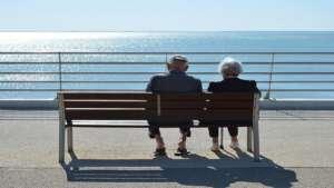 Read more about the article घर में बुजुर्ग माता पिता का ख्याल रखने के महत्वपूर्ण टिप्स,Caring Tips for Senior Citizens